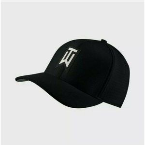 Nike Tiger Woods Aerobill Classic 99 Fitted Black